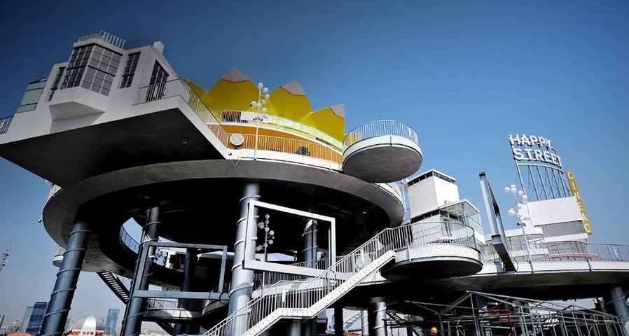 2010年上海世博会上,标新立异的世博会场馆设计