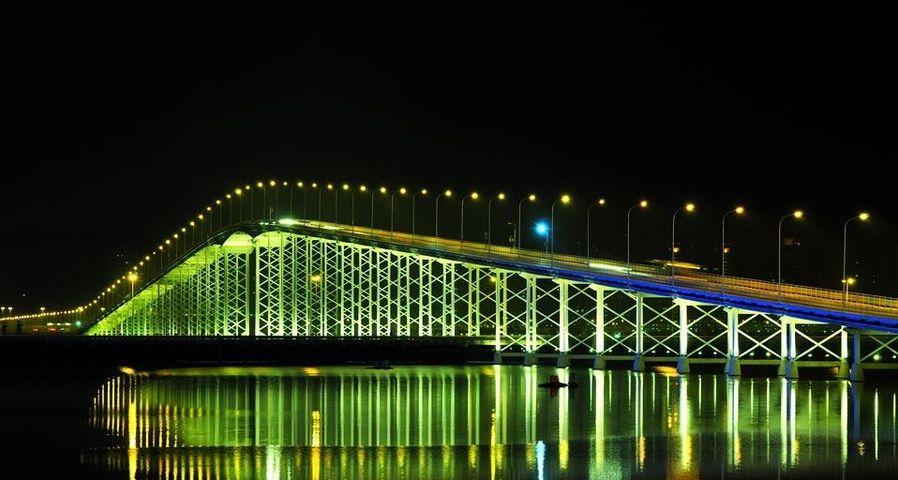 连接澳门半岛和凼仔岛的澳凼大桥