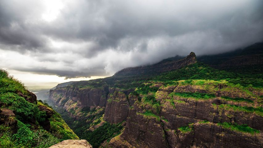 Dark clouds over the Western Ghats, Pune