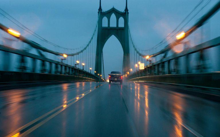 Rain in the City Theme for Windows 10