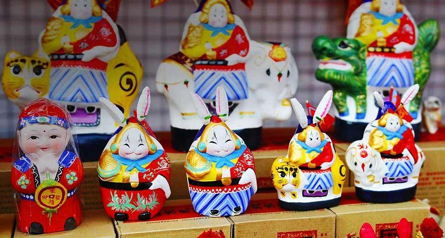 北京地坛公园庙会中出售的兔儿爷