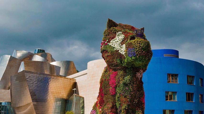 """Jeff Koons' """"Puppy"""" vor dem Guggenheim Museum in Bilbao, Spanien"""
