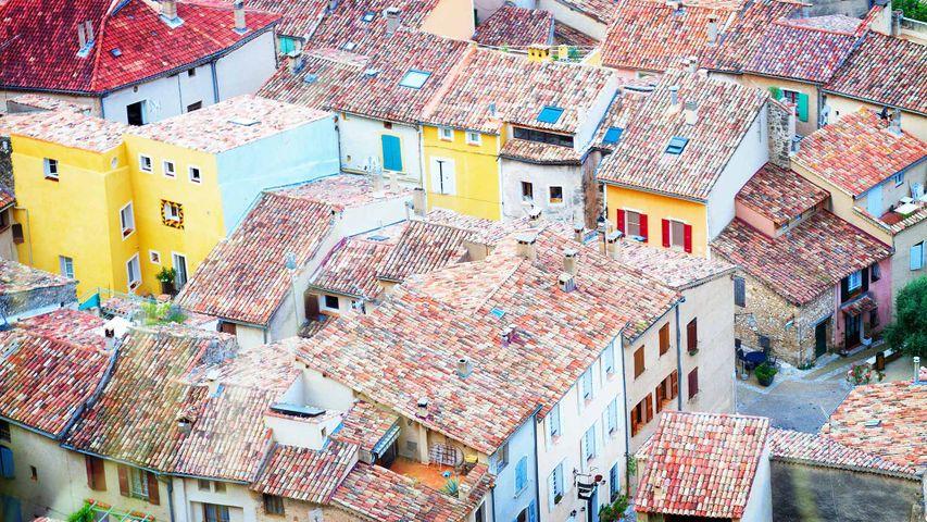 Les toits de Moustiers-Sainte-Marie, Alpes-de-Haute-Provence, France