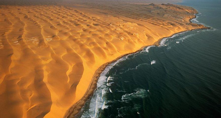 The Skeleton Coast, half way between Walvis Bay and Luderitz, Namib-Naukluft Park, Namibia