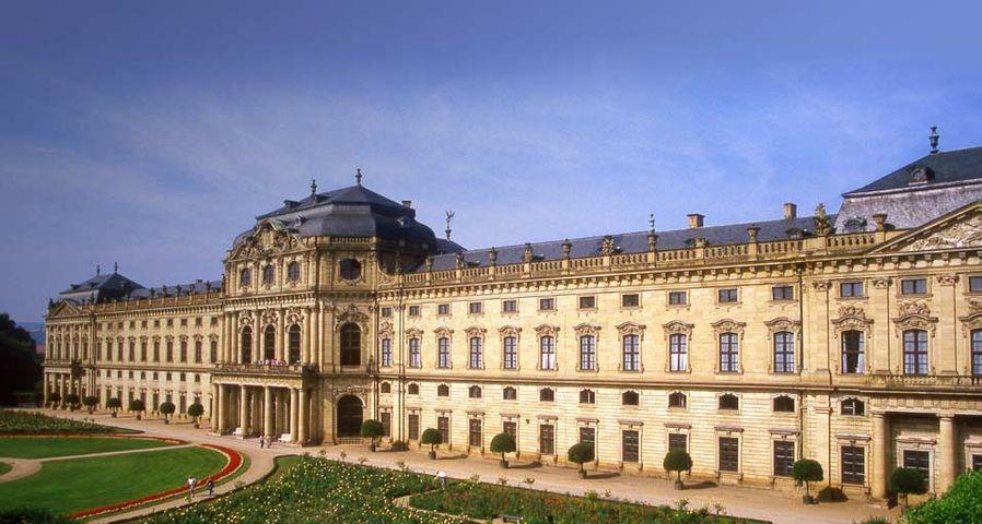 Rückseite der Fürstbischöflichen Residenz in Würzburg – Werner Hilpert/Panther Media/age fotostock ©