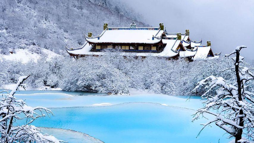[今日大寒]中国,四川省,黄龙,黄龙后寺,五彩池