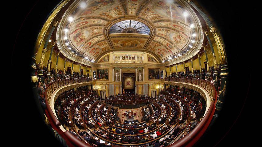 """Congreso de los diputados a través de una lente """"fish eye"""", Madrid"""