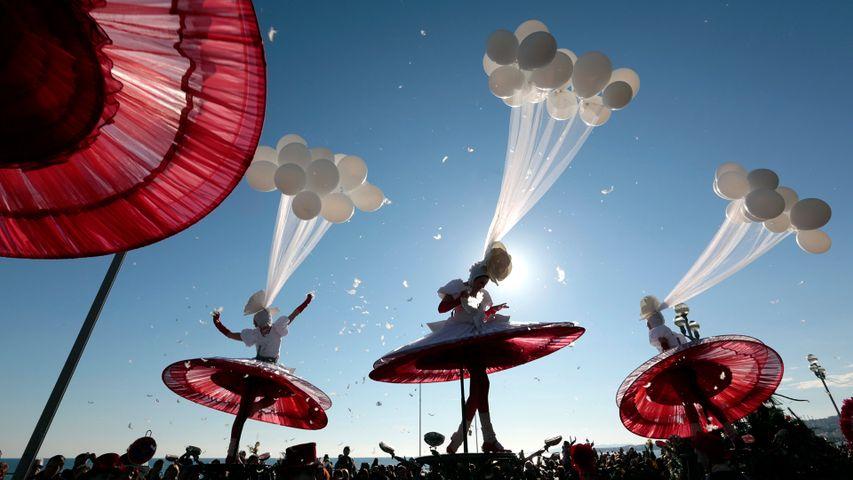 Performance d'artistes lors de la parade du carnaval de Nice en 2013
