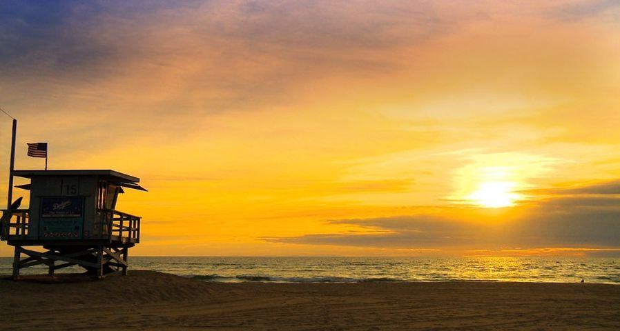 Coucher de soleil sur la plage de Santa Monica, Californie, États-Unis