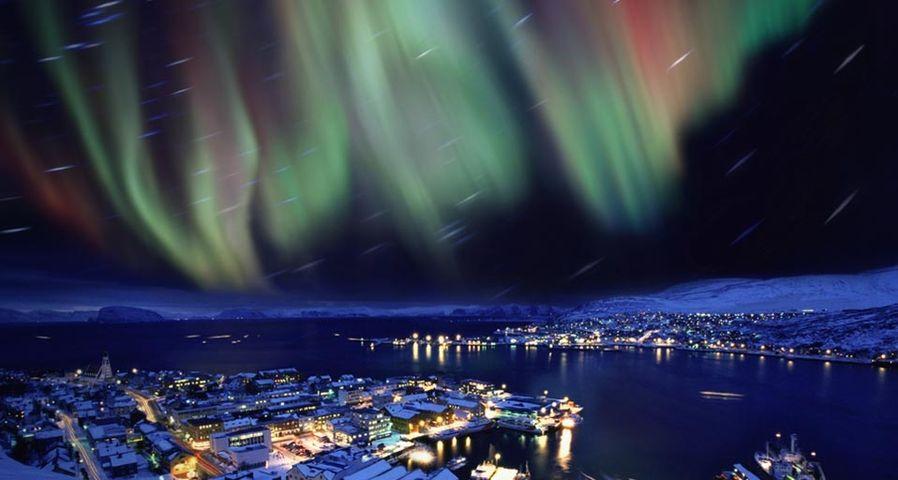 挪威天空闪现美丽的极光