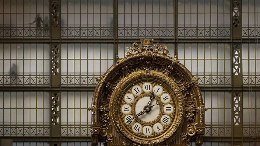 Uhr in der Haupthalle des Kunstmuseums Musée d'Orsay, Paris, Frankreich