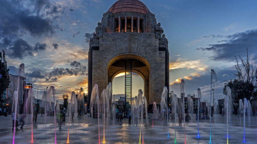 「革命記念塔」メキシコ, メキシコシティ
