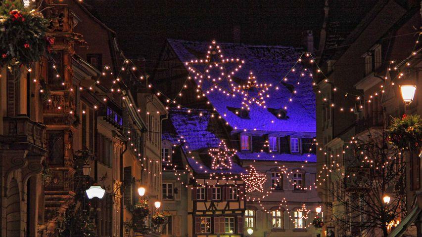 Guirlandes illuminant les rues de Strasbourg
