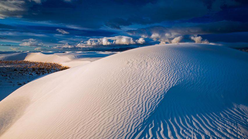 Gypsum sand dunes, White Sands National Park, New Mexico, USA