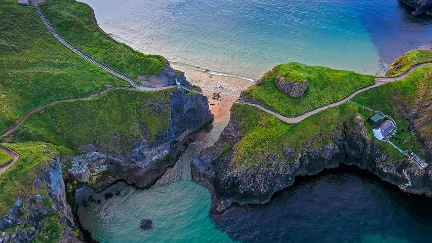 Carrick-a-Rede rope bridge connecting two cliffs near Ballintoy, County Antrim, Northern Ireland