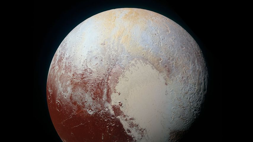 NASA新视野号宇宙飞船拍摄的一张色彩增强的冥王星照片