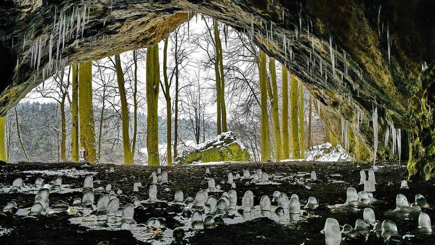 Eiszapfen in der Oswaldhöhle bei Muggendorf, Bayern