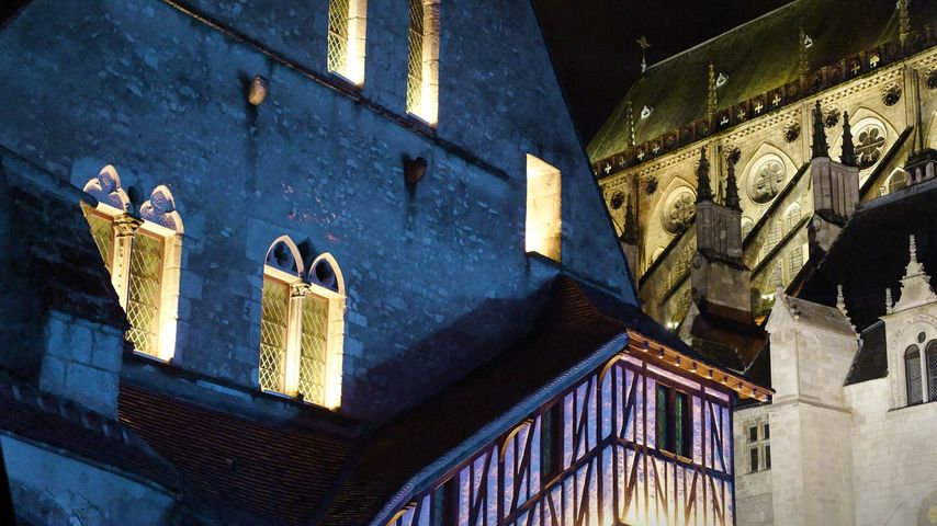 Grange aux dîmes lors des Nuits Lumière à Bourges, Cher, Centre-Val de Loire