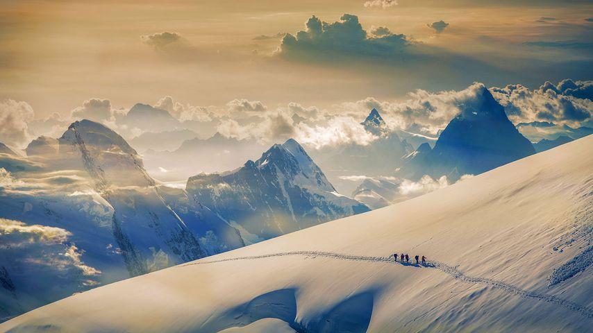 正在征服少女峰的攀登者们,伯尔尼阿尔卑斯山,瑞士