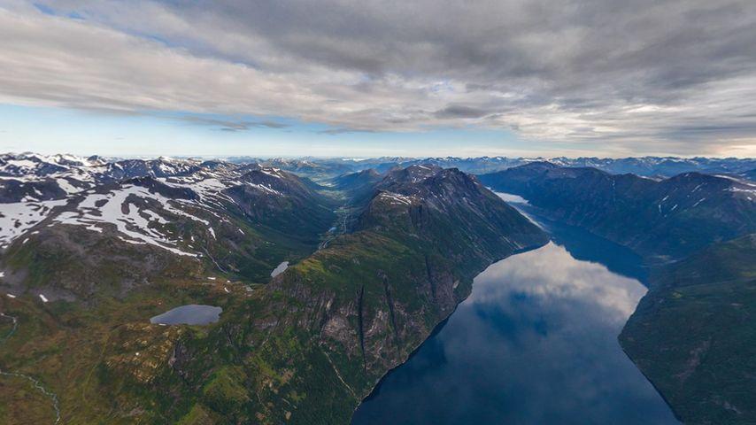 Fjords près de Hellesylt, Norvège