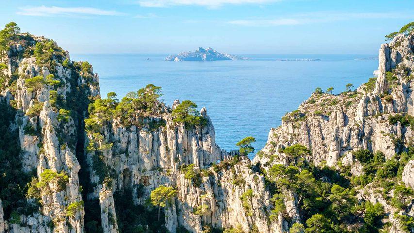 Archipel de Riou vu de la Calanque d'En-Vau, Parc National des Calanques, Bouches-du-Rhône, Provence-Alpes-Cote d'Azur