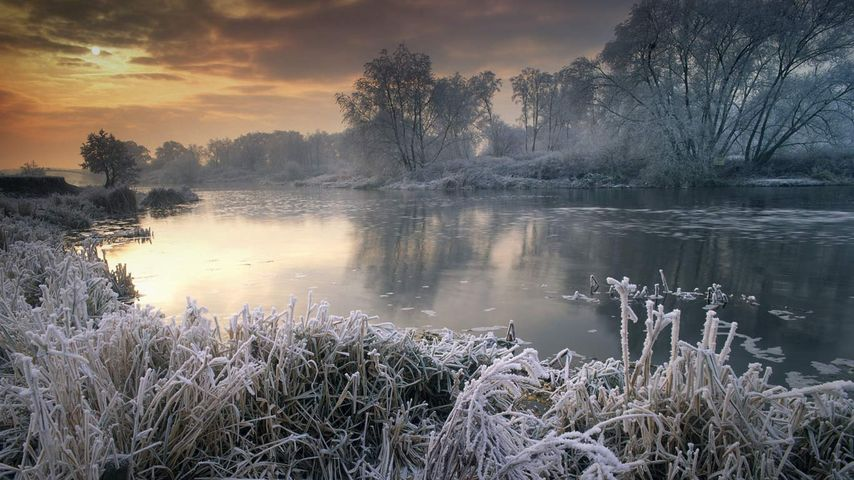 Winterlandschaft am Fluss Avon, Worcestershire, England