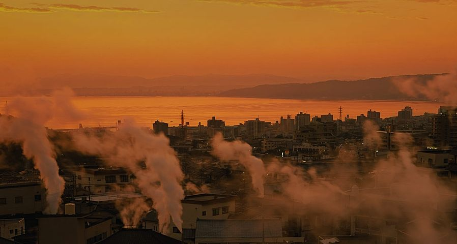 「朝の鉄輪温泉」大分, 別府市