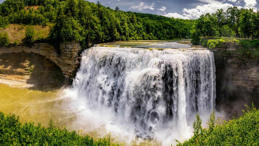 Middle Falls at Letchworth State Park, New York, USA
