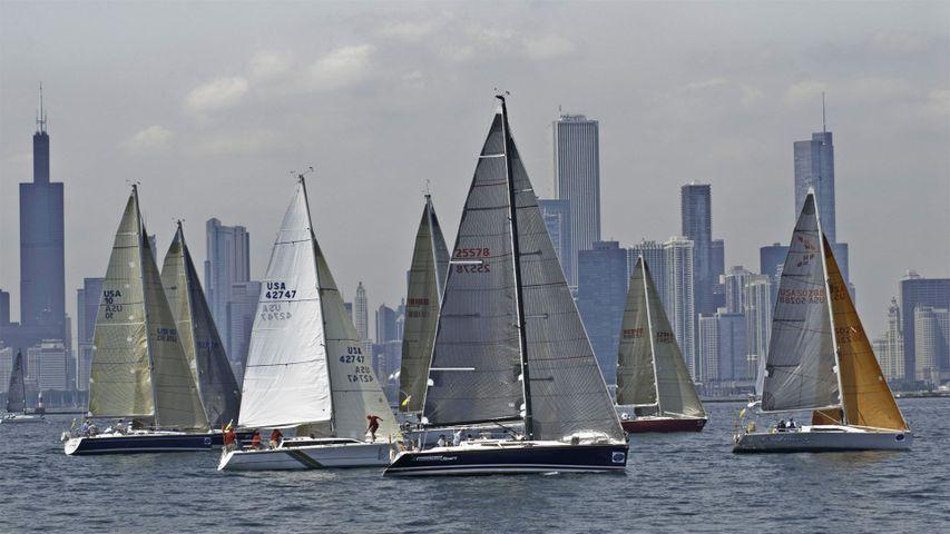 Des marins partant de Chicago pour une course vers Mackinac