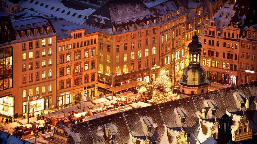 Weihnachtsmarkt vor dem Alten Rathaus, Leipzig, Sachsen, Deutschland