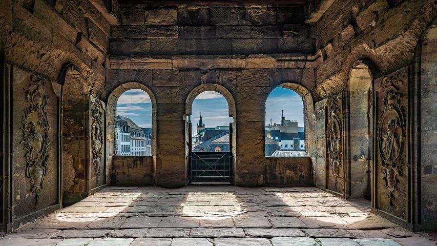 Im Innern der Porta Nigra, Trier, Rheinland-Pfalz