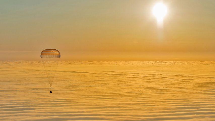 A Soyuz descent module returns to Earth