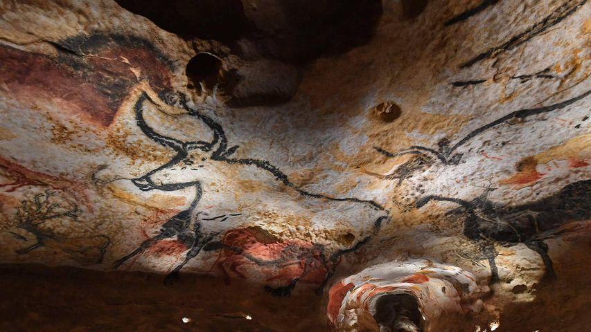 Reproduktionen von Felsbildern aus der Höhle von Lascaux, Internationales Zentrum für Höhlenmalerei, Montignac, Frankreich