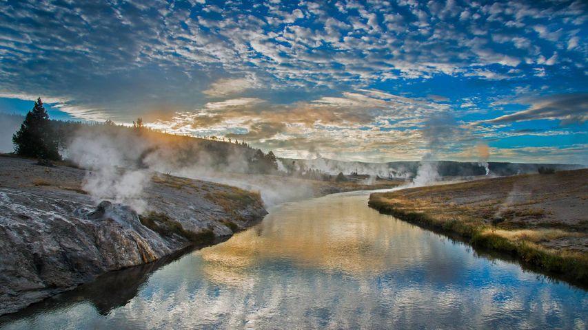 黄石国家公园内的火洞河,美国怀俄明州