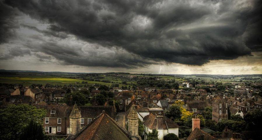 Ein Sturm zieht über die englische Kleinstadt Rye – Gregory Warren/Getty Images ©