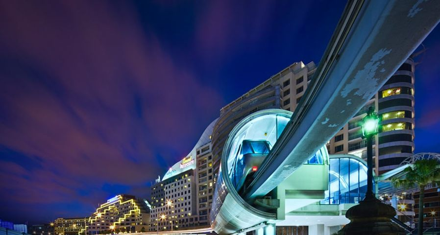 澳大利亚悉尼达令港的单轨列车