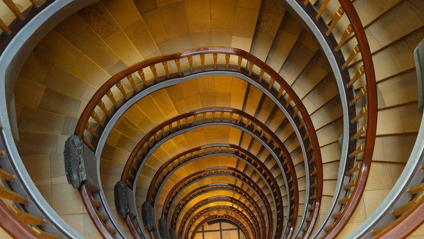 智利屋中的旋转楼梯,德国汉堡