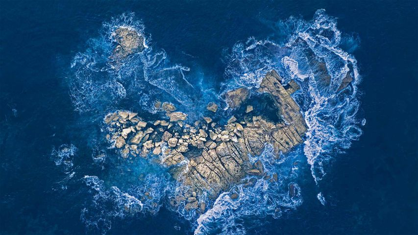 「ハート型の岩に寄せる波」オーストラリア, ニューサウスウェールズ州