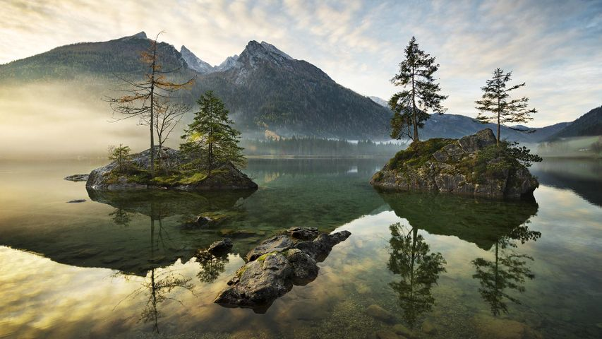 Lake Hintersee surrounded by mountains, Berchtesgaden, Bavaria, Germany