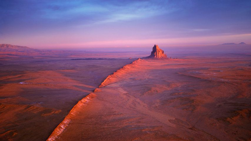 纳瓦霍族保留地内的船岩,新墨西哥州