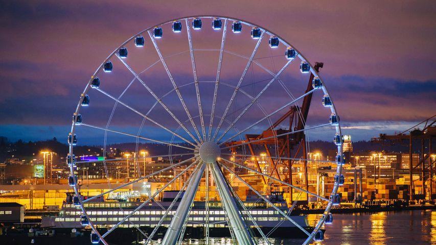 The Seattle Great Wheel in Seattle, Washington, USA