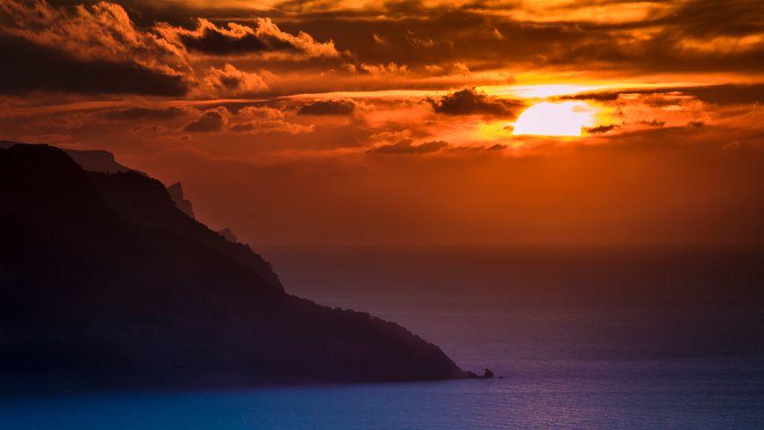 outdoor sunset sky mountain water landscape cloud sunrise