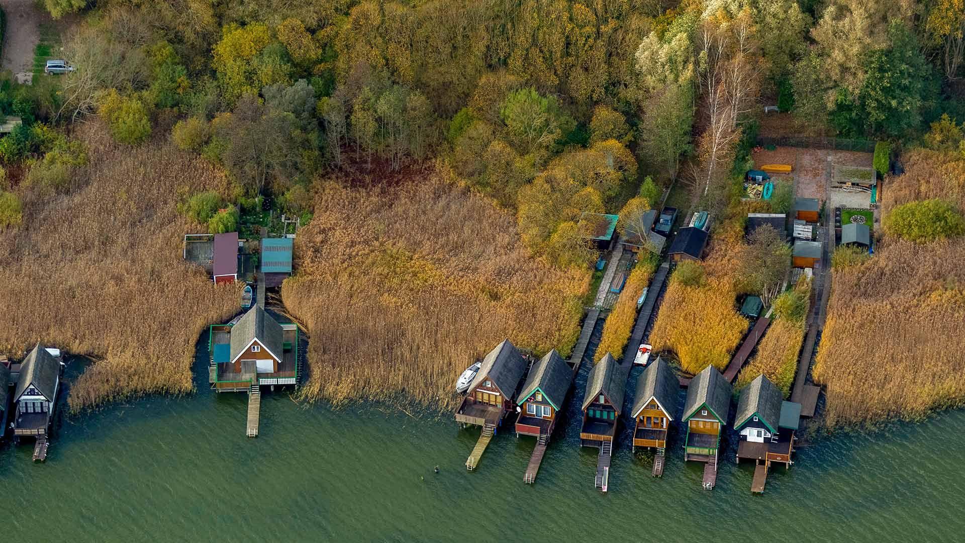 Bootshäuser am Inselsee, Güstrow, Mecklenburg-Vorpommern, Deutschland