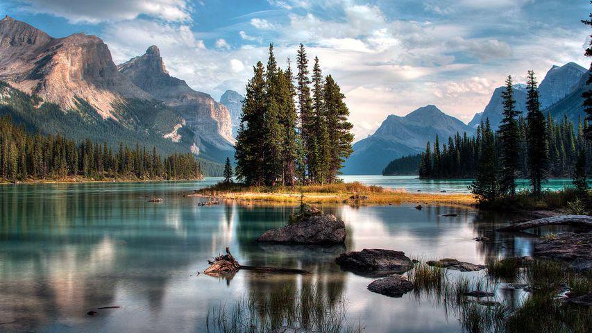 Île de l'Esprit sur le lac Maligne, parc national de Jasper, Alberta, Canada