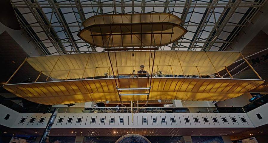 """世界上第一架飞机,莱特兄弟发明的飞行器""""飞行者一号"""""""