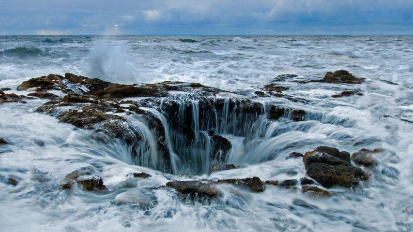 俄勒冈海岸佩蓓角的雷神之井,美国