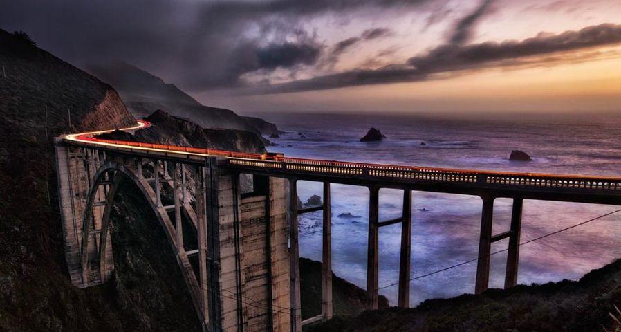 加利福尼亚州大苏尔海岸的比克斯比日落桥