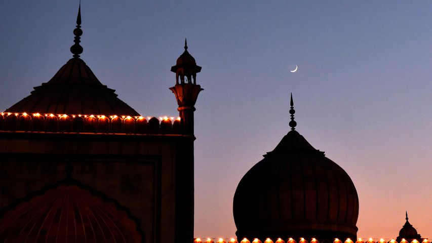 Crescent moon behind the Jama Masjid, New Delhi