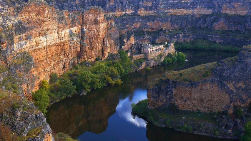杜拉通河谷中的Nuestra Señora de la Hoz老修道院,西班牙塞哥维亚