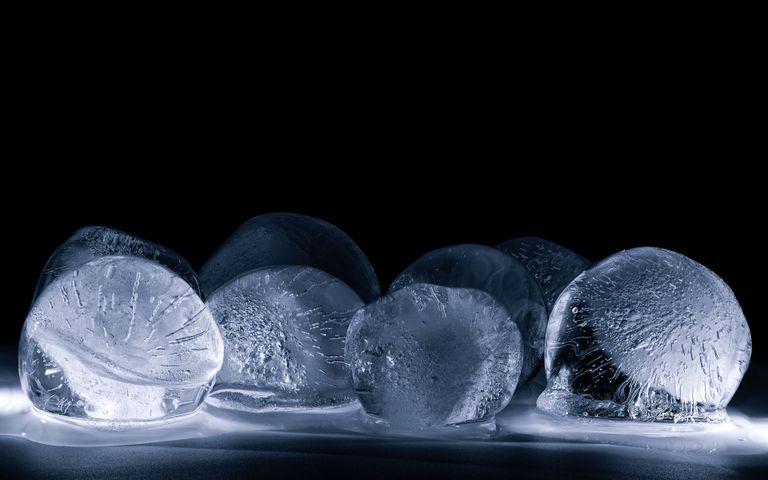 Melting Ice Windows 10 Theme